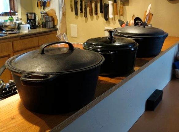 Cast iron pots for bread